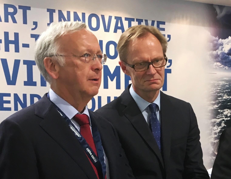 Bernard Meyer ja TEM:n Petri Peltonen SMM-messut